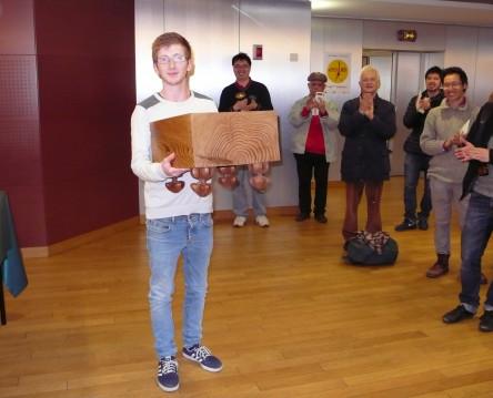 Franck gagne un goban en séquoia géant
